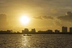 日出打鱼船