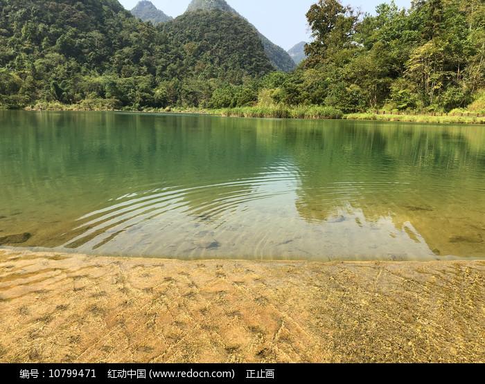 贵州南荔波小七孔上己定湖水坝图片