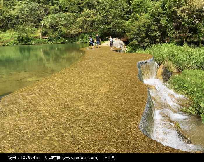 荔波小七孔上己定湖亲水水坝图片