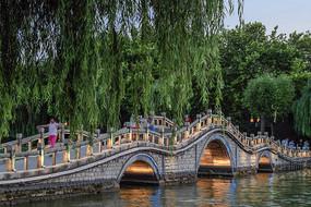 大明湖玉带桥之夜