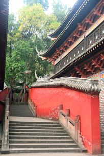 成都石经寺红色墙壁和石梯