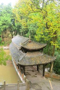 成都石经寺龙潭的中式风雨廊