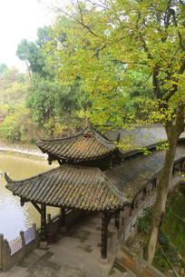 成都石经寺龙潭水坝的中式回廊