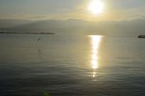 晨曦中的西昌邛海