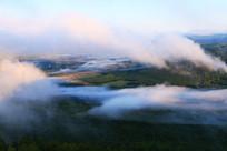 大兴安岭山林晨雾