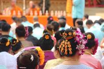 带头花的傣族女人