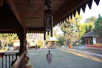 佛寺屋檐下的风铃