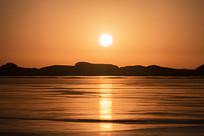 金色的吉乃尔湖