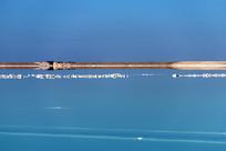 蓝色的盐湖