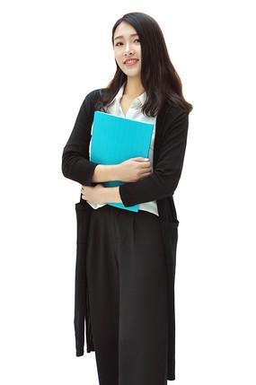 抱着文件夹的女白领