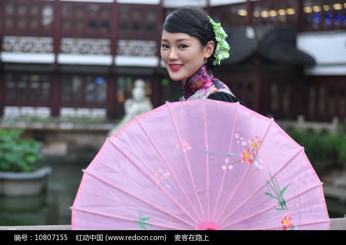 古典气质美女与装饰伞图片