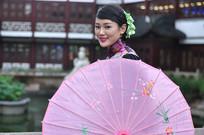 古典气质美女与装饰伞