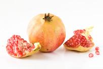 突尼斯软籽石榴和红色的籽粒