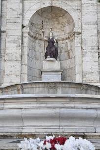罗马市政厅紫色大理石雕像