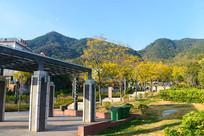 西昌邛海畔泸山下的园林景观
