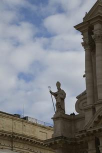 陶尔米纳大教堂户外雕像