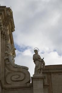 陶尔米纳大教堂女神雕像