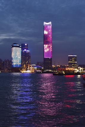 夜幕中的上海白玉兰广场