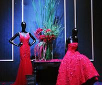 橱窗里的婚纱模特道具