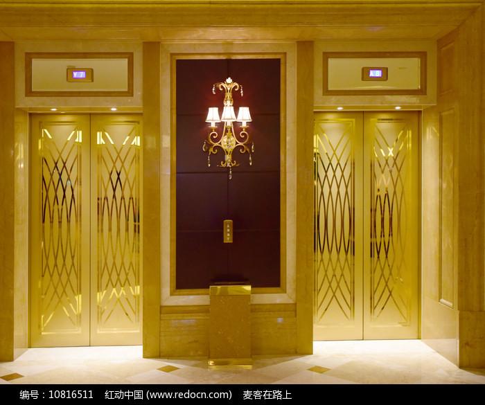 金色的豪华电梯图片