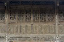 成都洛带古镇老房子雕花门窗
