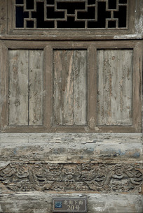 成都洛带古镇民居雕花门窗