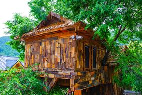 本溪小市一庄空中树枝木屋