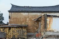 云南建水古城街道土墙房子