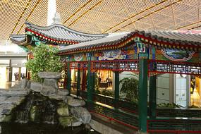 北京机场仿古回廊及水景池塘