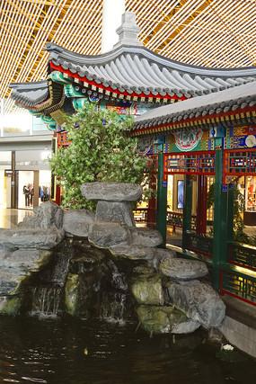 北京机场仿皇家园林回廊及池塘