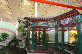北京机场仿御园回廊及水景池塘