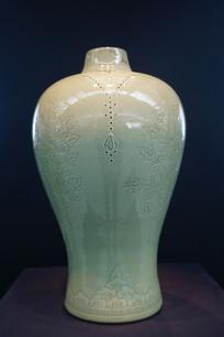 韩国高丽青磁象嵌袱纱文梅瓶