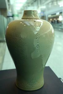 韩国 高丽青磁象嵌袱纱文梅瓶