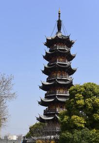 上海龙华寺的佛塔