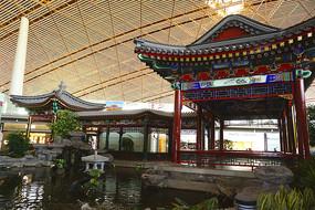 首都机场仿古回廊及水景池塘