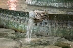 首都机场仿皇家园林龙头喷泉