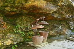 张家界森林公园的竹编垃圾桶