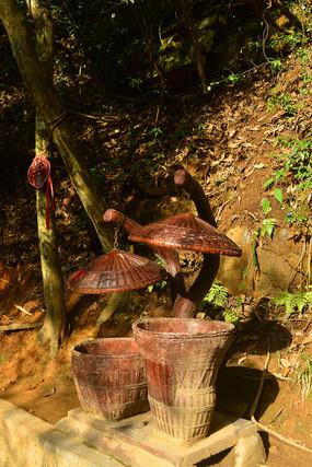 张家界森林公园特色竹编垃圾桶
