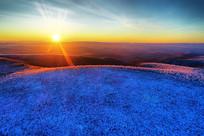 大兴安岭冬季雪域山林晨