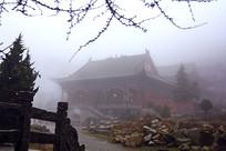 南岳衡山云雾中