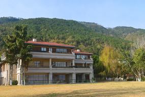 西昌邛海畔依山傍水的高级酒店