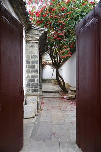 云南建水古城民居庭院小景
