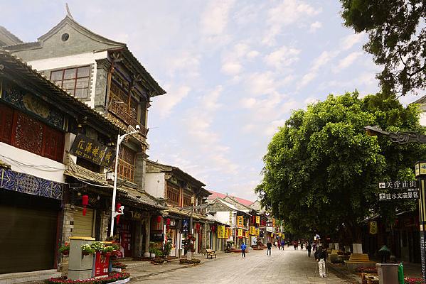 早晨的云南建水古城老街