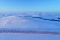 呼伦贝尔原野雪景暮色