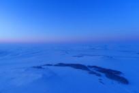 暮色苍茫的呼伦贝尔冬季原野