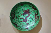 清代绿地紫彩龙纹瓷盘