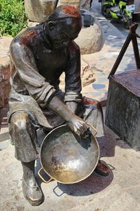 传统手艺补锅铜雕像