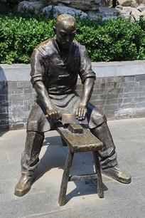 传统手艺磨刀铜雕像