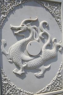 古代神兽龙雕像