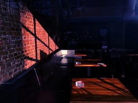 咖啡馆的光影